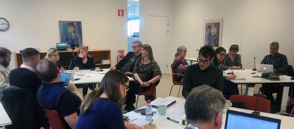 Deltagarna diskuterar sina förslag