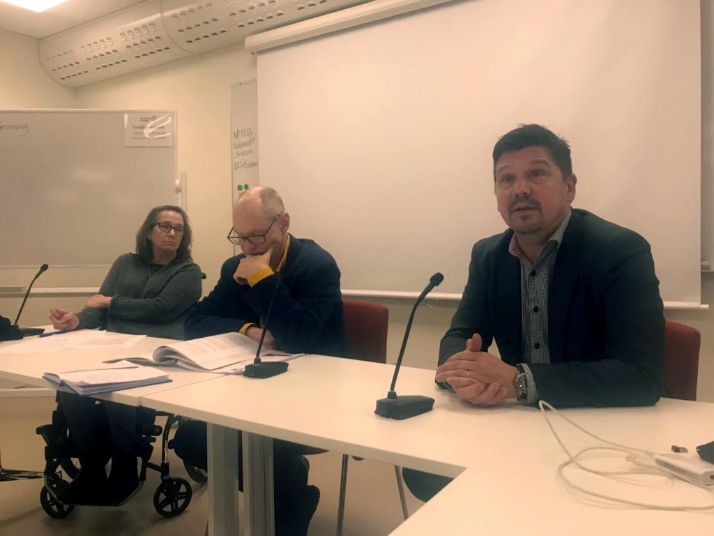 Bilder visar panelen vid seminariet, från vänster, Jamie Bolling, Emil Erdtman och Hans von Axelson.